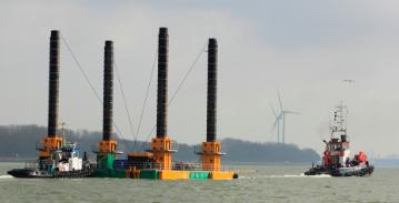 modular jack up barge under tow