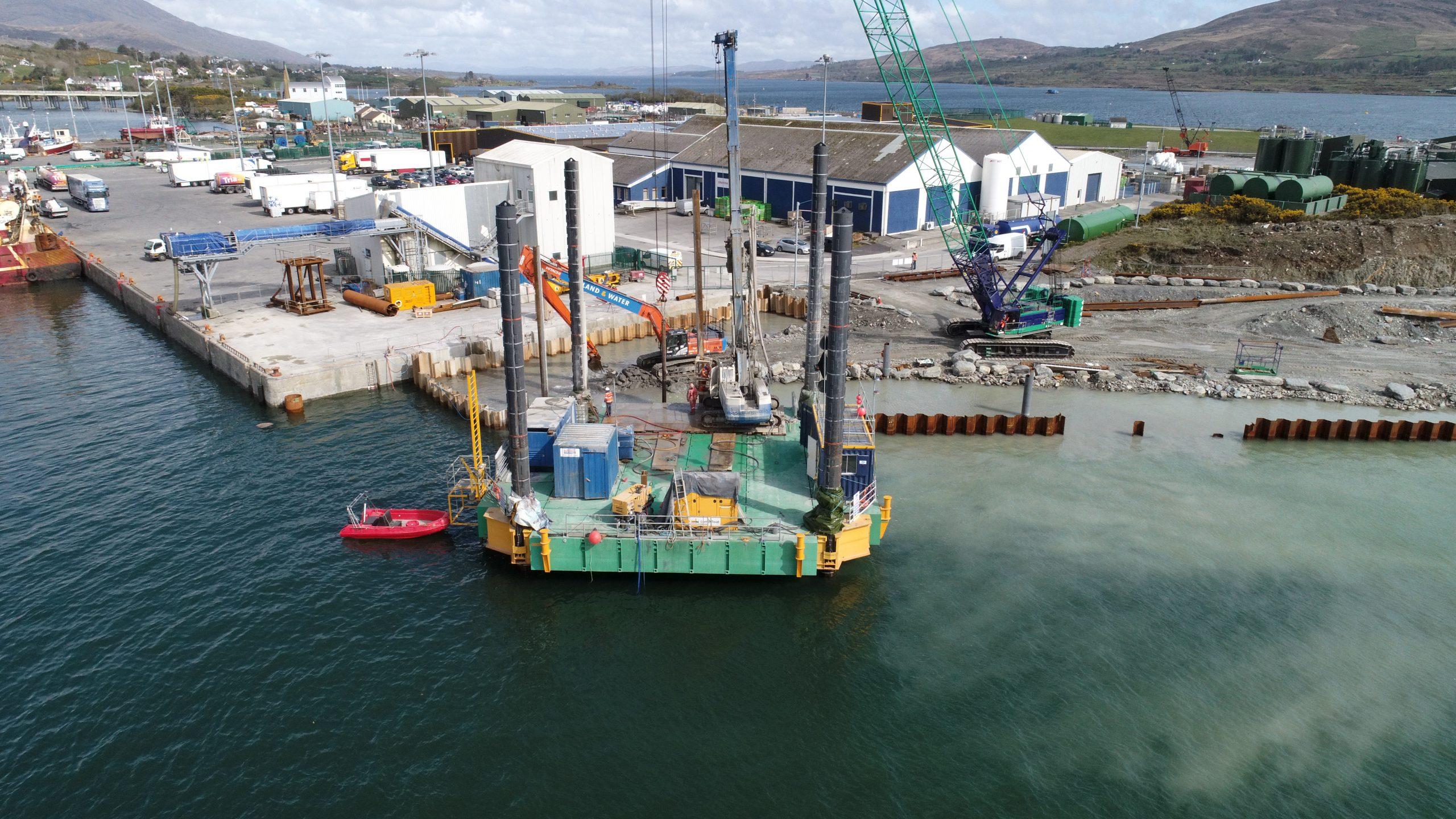 Combifloat modular jack up barge C5 for construction work