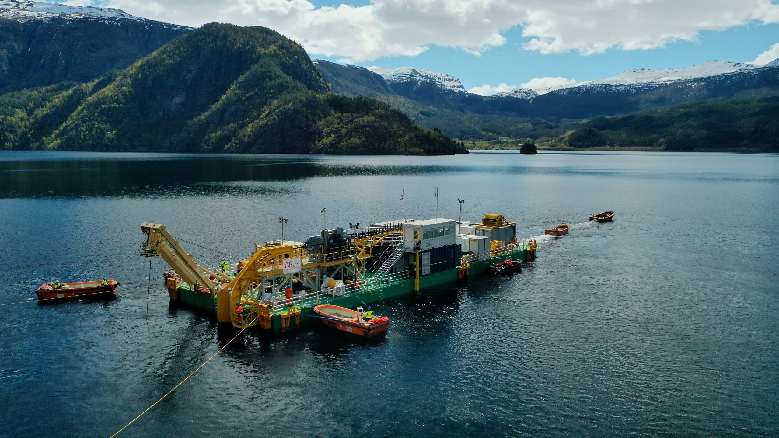 C7 modular cable lay barge in lake