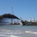 Combifloat modular jack up barge ihc s280 piling hammer dredging project