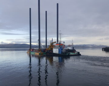 modular jack up barge being positioned by tugs