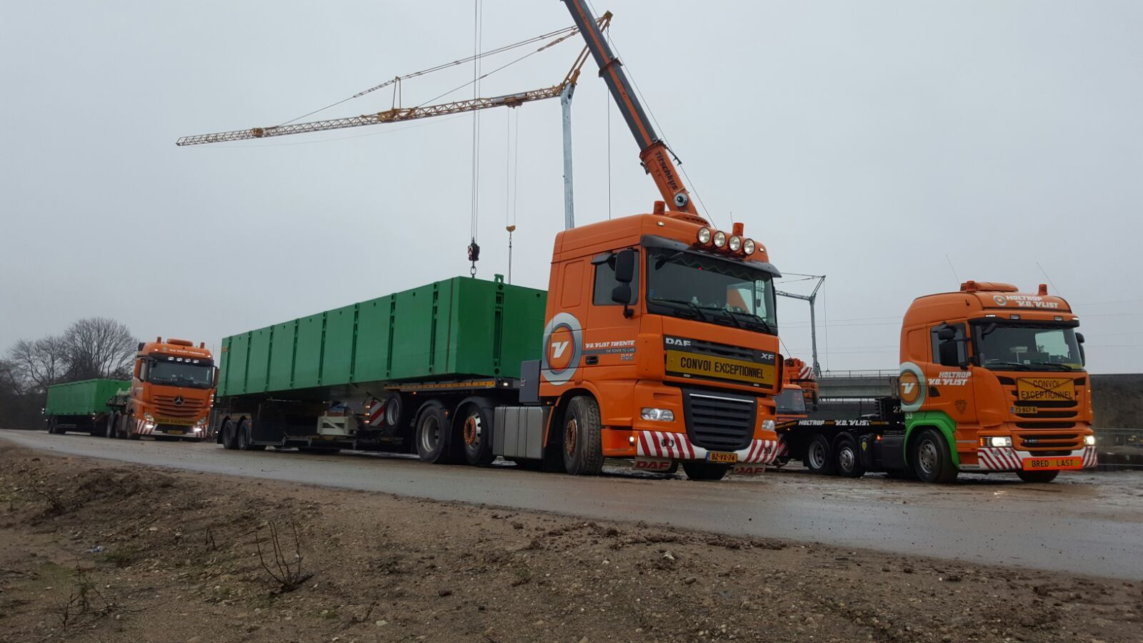 Combifloat modular modules loaded on truck