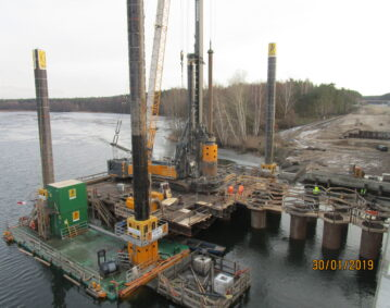 Combifloat modular jack up barge bearing spud bridge construction germany