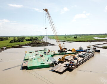 Combifloat modules used to configure swamp drilling platform