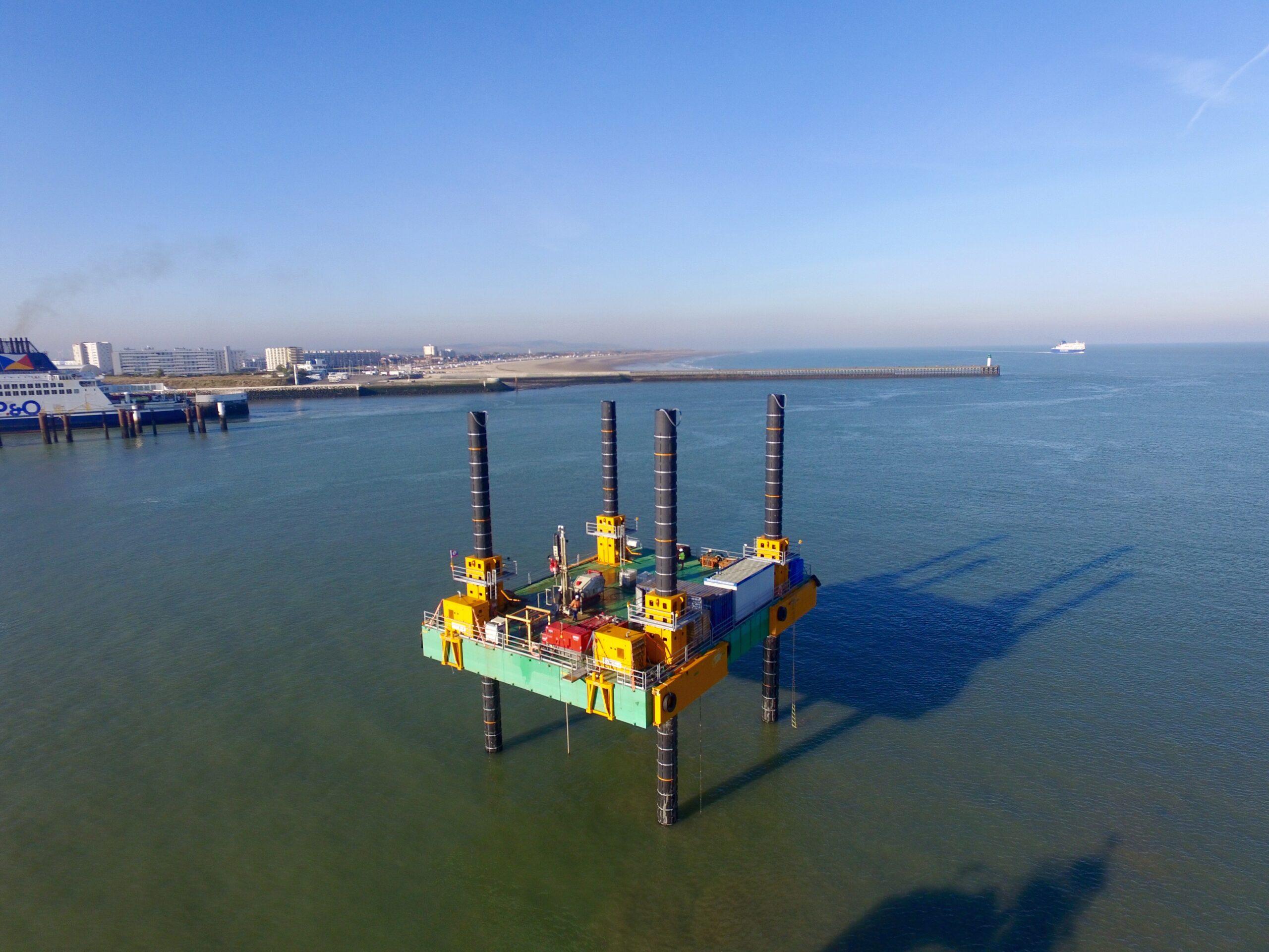 modular jack up barge in port