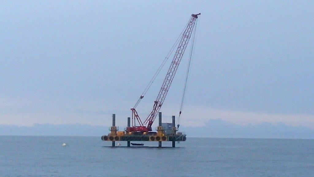 Combifloat c7 jack up barge self elevating platform