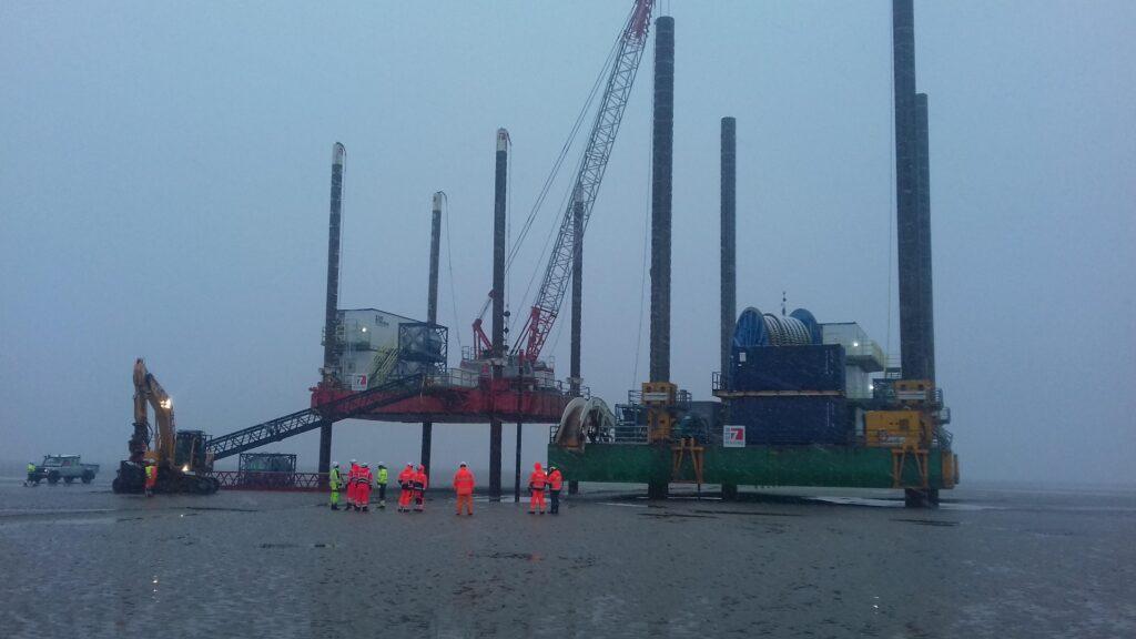 Combifloat modular jack up barge c5 and c7 in tidal range