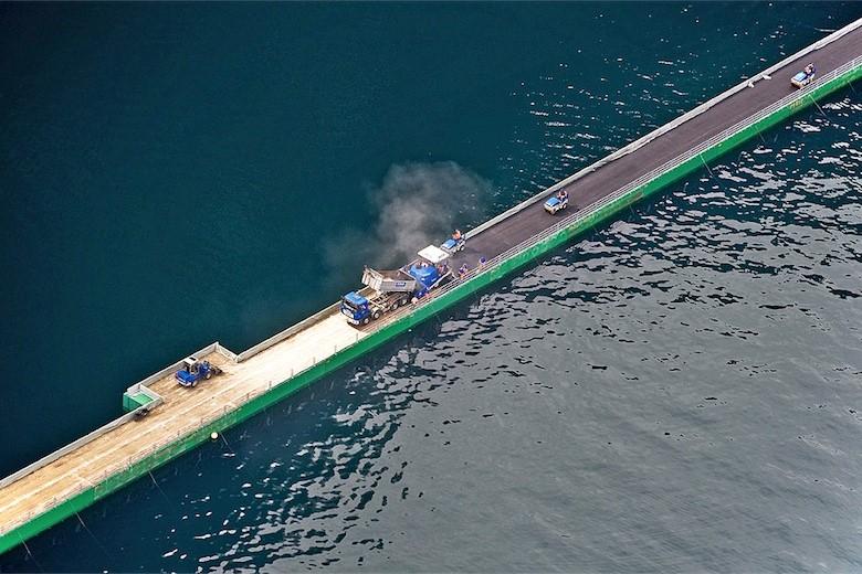 Combifloat C5 Asphalted floating bridge in lake