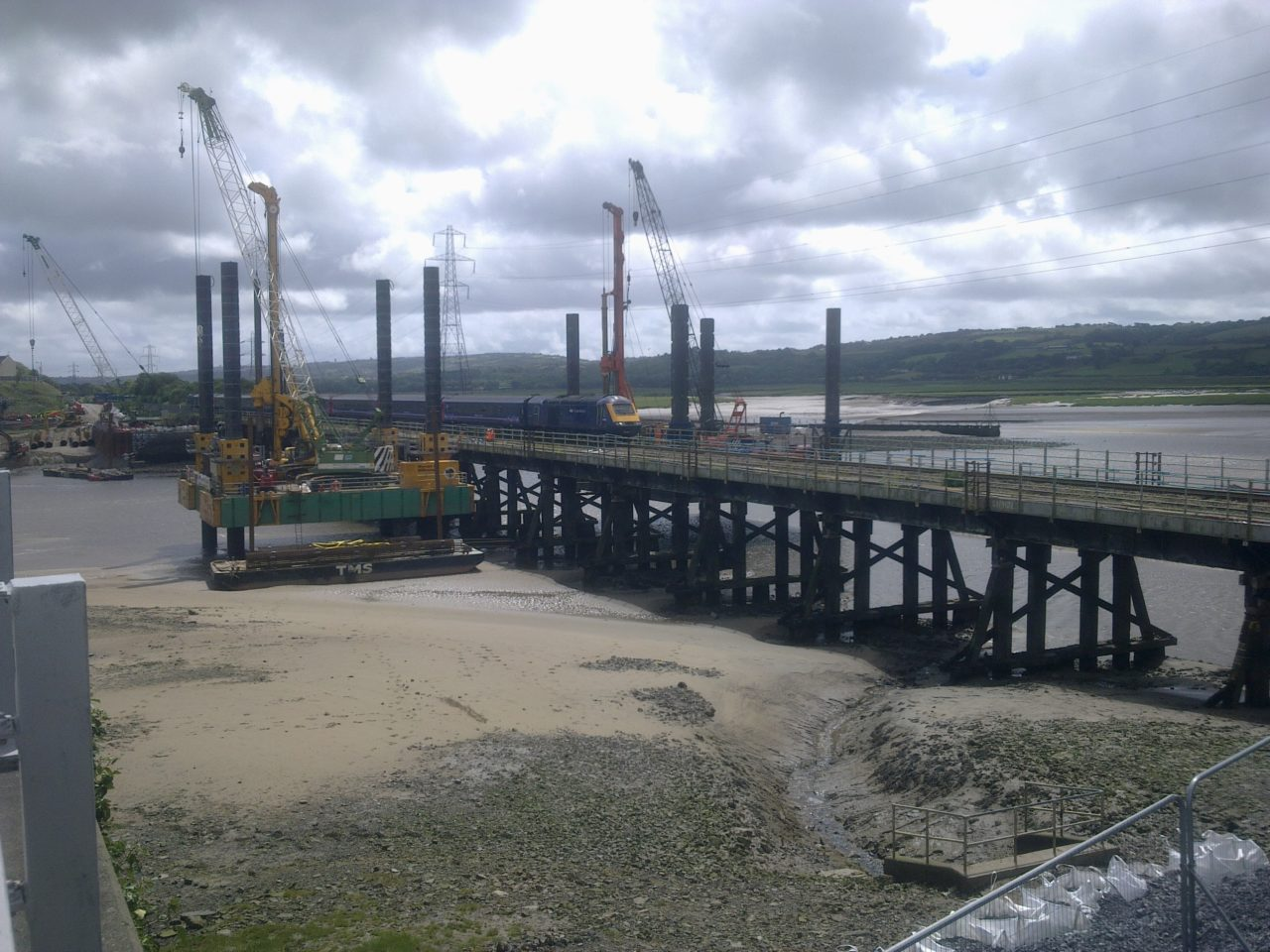 Combifloat C7 modular jack up barge working on railbridge